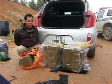 Đối tượng Hanh bị bắt giữ khi đang vận chuyển 156 bánh heroin.