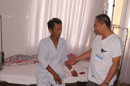 2 ngày sau ca phẫu thuật, ông Tuấn đã có thể đi lại