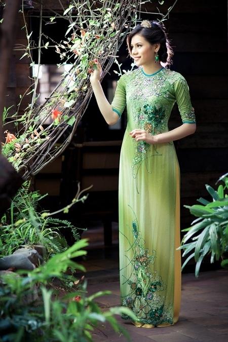 Và một Thuỳ Trang kiêu sa trong trang phục đêm hội.