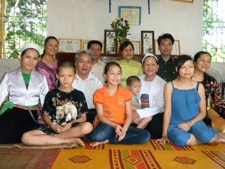 Đại gia đình ông Bùi Quang Ngoạn.