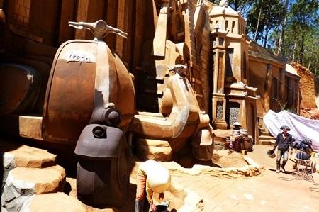 Những chiếc xe máy tưởng chừng bước ra từ thế giới của người khổng lồ.