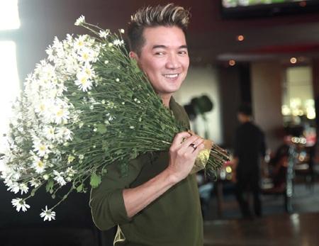 Mr Đàm đặt socola tại Mỹ đãi tiệc cho khán giả Hà Nội