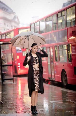 Diệu Huyền cá tính dạo phố ở London