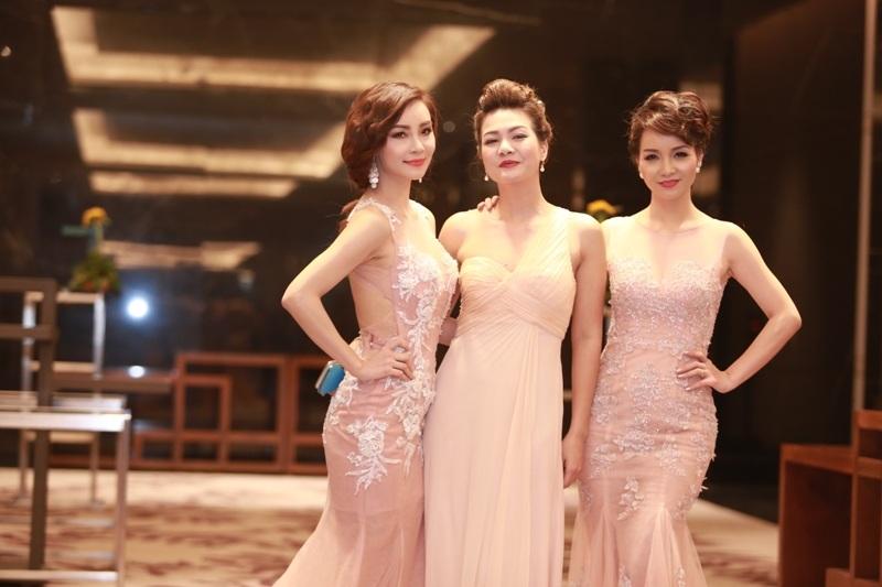 Mai Thu Huyền - Mai Thu Trang và Hoàng Xuân quyến rũ dự tiệc tại Hà Nội ngày 20/12