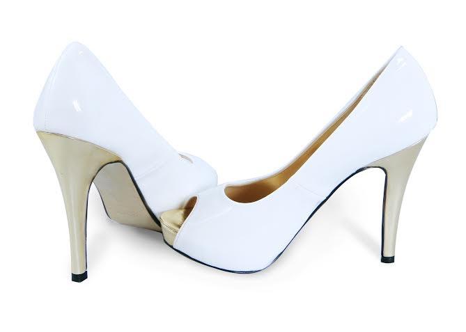 Những mẫu dép gọn nhẹ cũng là lựa chọn lý tưởng cho những cô nàng thích đơn giản.