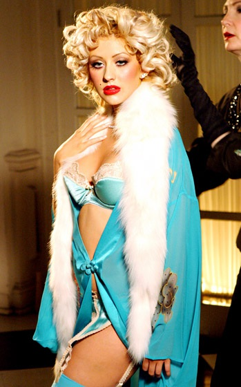 Năm 2004, Christina lúc đó xây dựng hình ảnh Marilyn Monroe