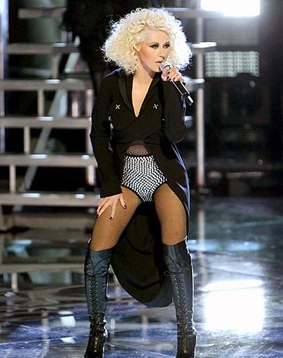 Khi đảm nhận vai trò huấn luyện viên The Voice, Christina Aguilera sở hữu phom dáng rất chuẩn