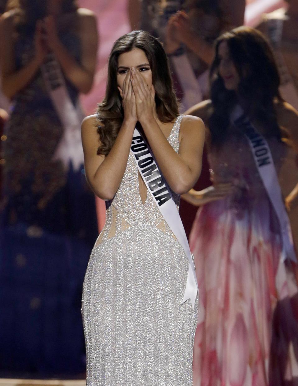Paulina Vega xúc động phút đăng quang