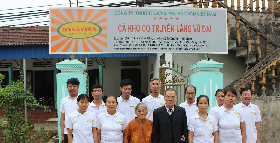 Hình ảnh các nghệ nhân kho cá cổ truyền của Công ty TNHH Thương mại Đặc Sản Việt Nam