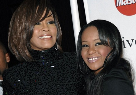 Bobbi Kristina Brown và mẹ Whitney Houston