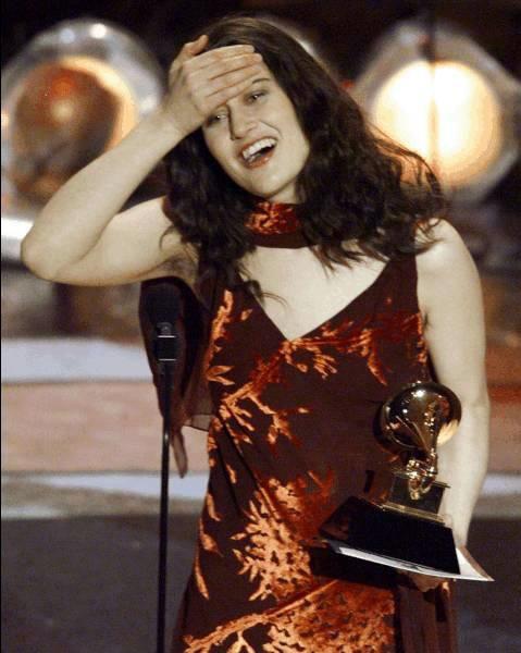 """Những hình ảnh đẹp về các """"sao"""" tại lễ trao giải Grammy"""