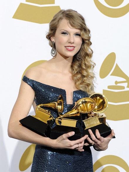 """Những hình ảnh đẹp về """"sao"""" tại các lễ trao giải Grammy"""
