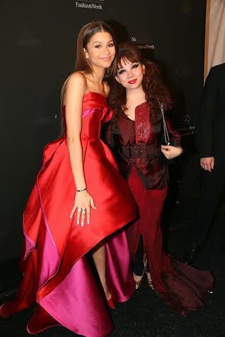 Nữ diễn viên - ca sĩ Zandaya ăn mặc lộng lẫy dự show của Quỳnh Paris.