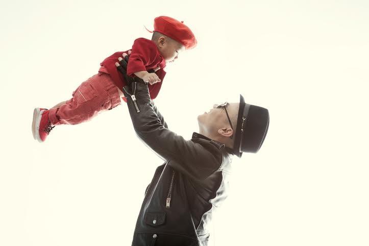 Đỗ Mạnh Cường từng bế con trai lên sàn catwalk vào cuối năm ngoái
