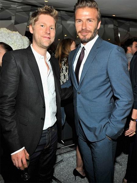 Christopher Bailey - giám đốc sáng tạo của Burberry thân thiết với gia đình Beckham đã lâu.