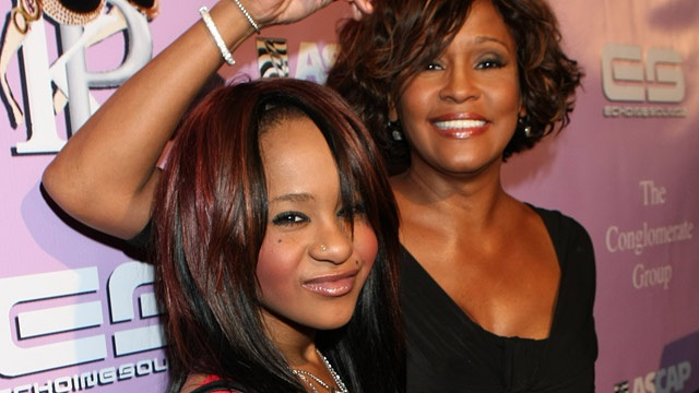 Bobbi Kristina bên mẹ Whitney Houston