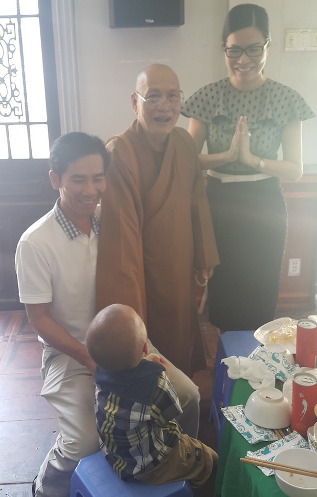 Hoa hậu Bùi Thị Hà đồng hành cùng bệnh nhi ung bướu