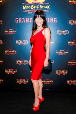 Nữ ca sỹ Hồng Nhung luôn trẻ trung và rạng rỡ