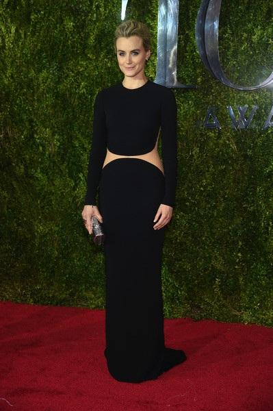 Taylor Schilling trong chiếc váy của Michael Kors Resort