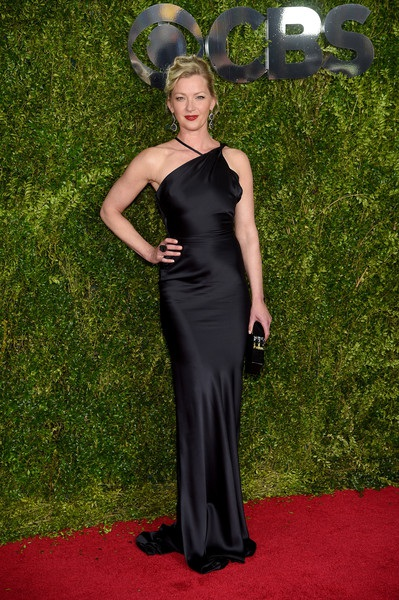 Gretchen Mol trong chiếc váy của Sophie Theallet