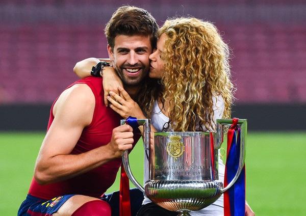 Shakira ăn mừng chiến thắng cùng bạn trai