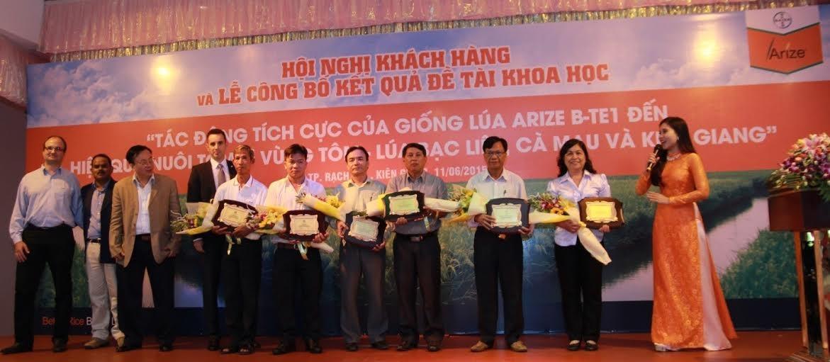 Đại diện Bayer Việt Nam cùng các đối tác tại lễ công bố kết quả đề tài