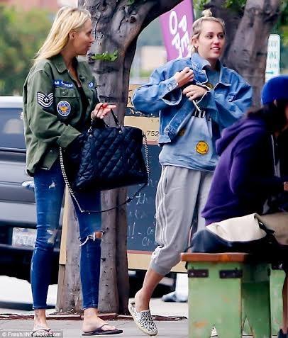 Miley và mẹ - cũng là người bạn của cô