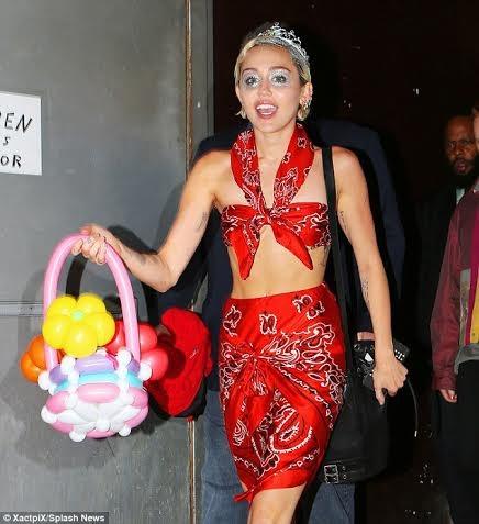 Miley trên trang bìa tạp chí Paper