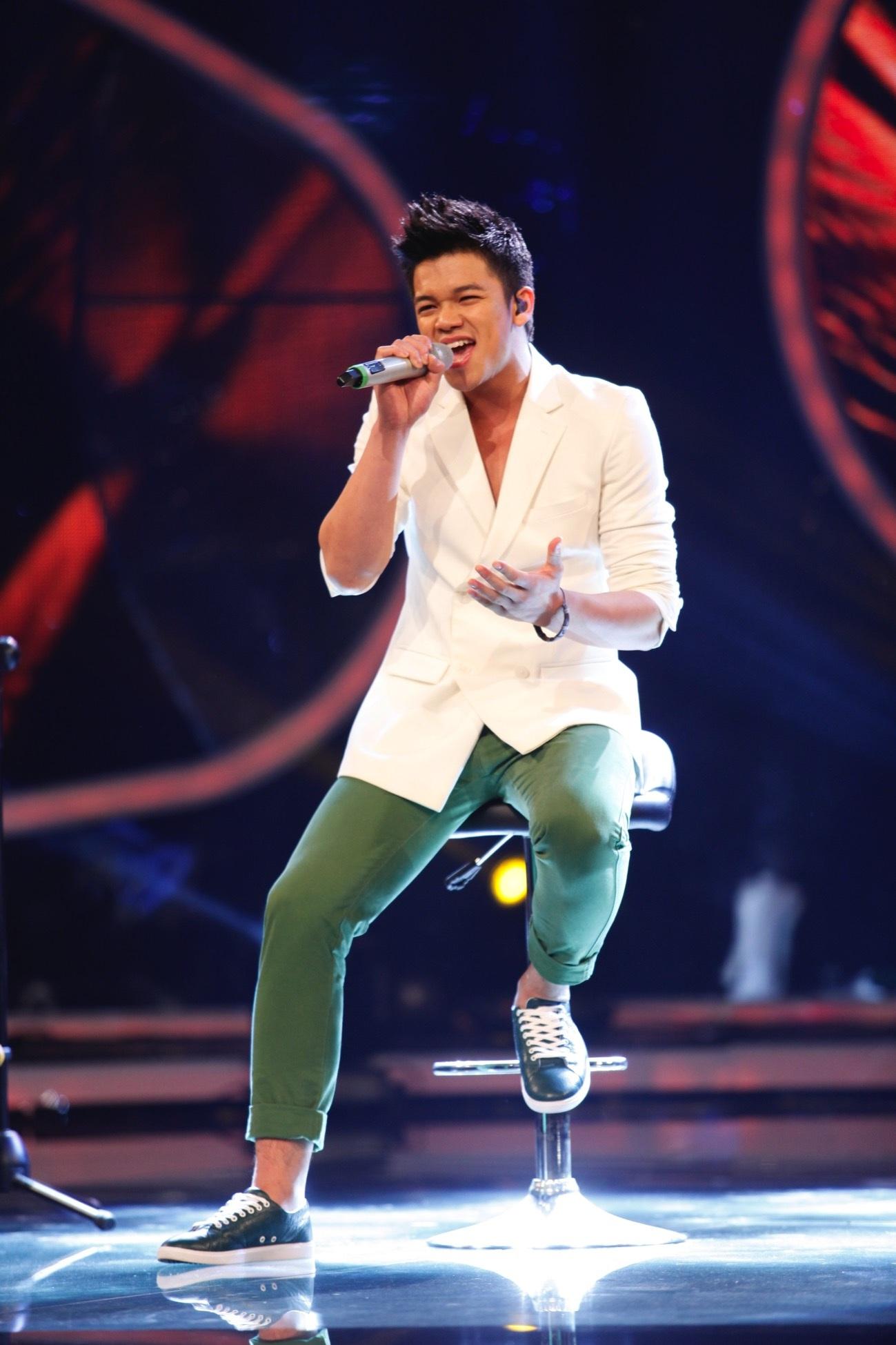 """Top 6 Vietnam Idol nồng nàn cảm xúc """"Nhắn gửi yêu thương"""" đến gia đình"""