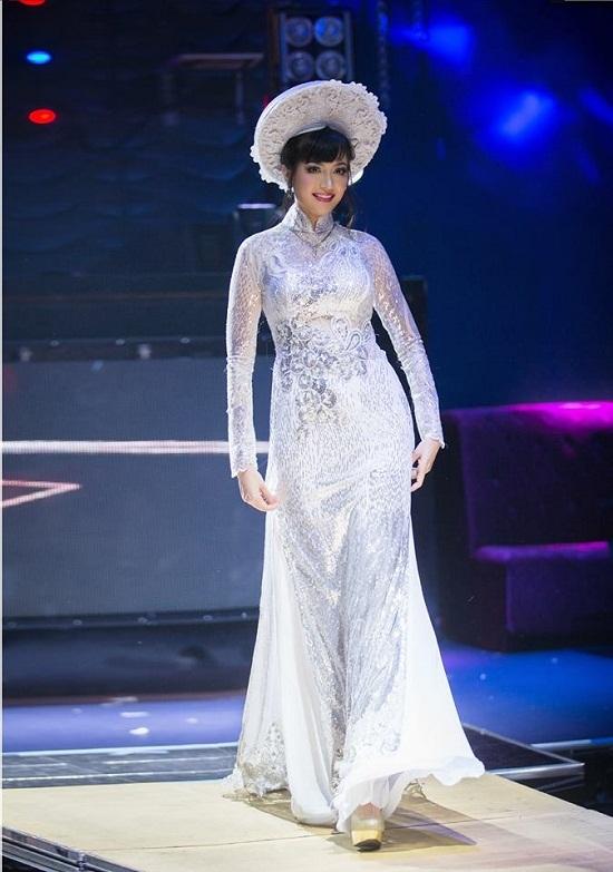 Hoa hậu trong một sự kiện thời trang hiếm hoi tại Mỹ