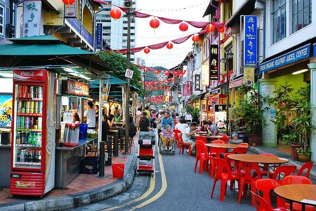 Trải nghiệm Chinatown khi trời vừa hừng sáng để cảm nhận không khí tấp nập đặc trưng của nơi đây