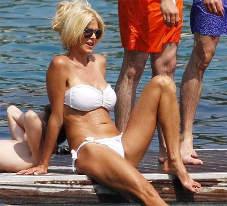 Victoria nóng bỏng ở tuổi 40