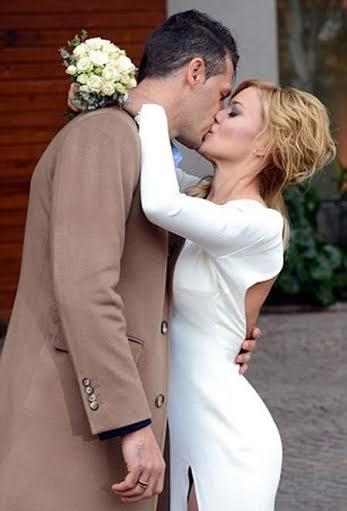 Demichelis và vợ tình cảm trong ngày cưới