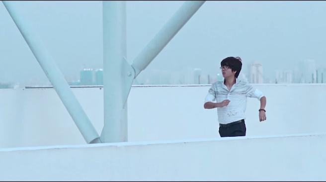 """Trong MV """" Buông"""","""