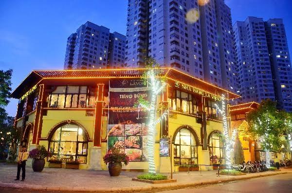 Khung cảnh nhà hàng Lã Vọng về đêm