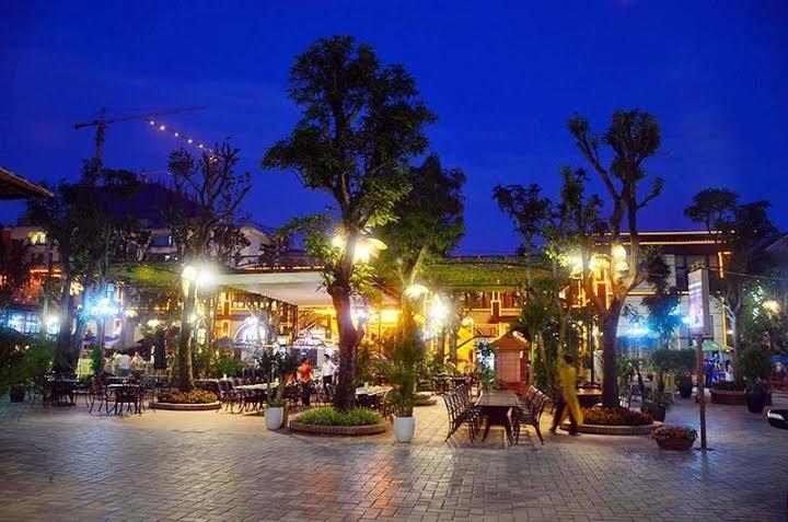 Không gian sân vườn nhà hàng Lã Vọng