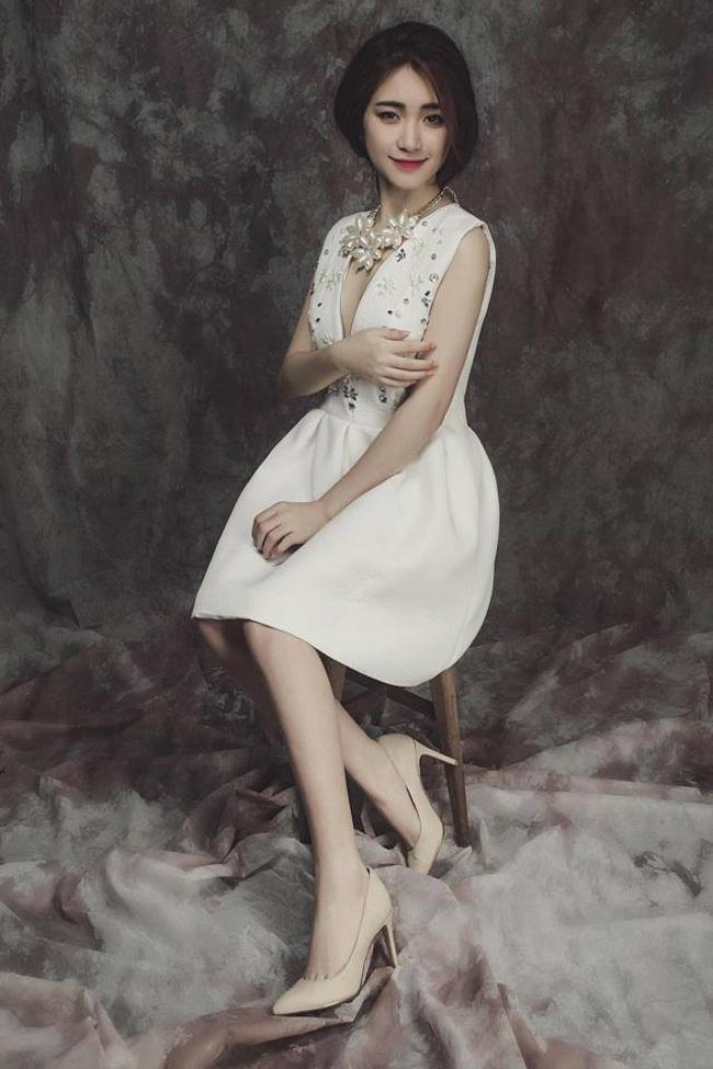 Cô nàng cũng được nhiều bạn trẻ thích thú với phong cách thời trang trẻ trung và gợi cảm