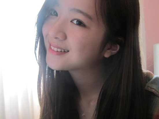 Cô con gái giống mẹ như đúc của Hoa hậu Nguyễn Thị Huyền