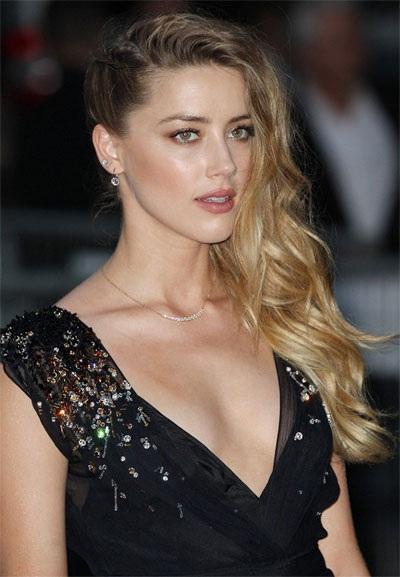 Amber Heard tuyệt đẹp trong sự kiện ở Paris