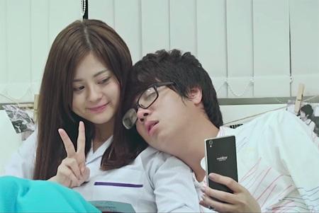 MV kết thúc trong khung cảnh không thể lãng mạn hơn, Bùi Anh Tuấn ngồi hát bên cây đàn piano.