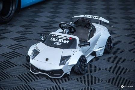 Lamborghini Aventador của nhà độ Liberty Walk (Ảnh: CarNinja)
