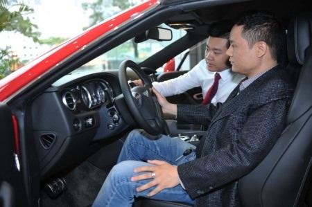 Chủ sở hữu Bentley phấn khởi khi xe được kiểm tra từ đại lý chính hãng