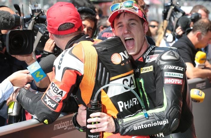 Tân binh Pol Espargaro ăn mừng vị trí podium
