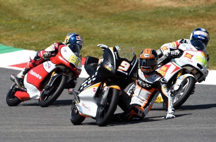 Scott Deroue của Kalex KTM ngã ngựa tại Moto3