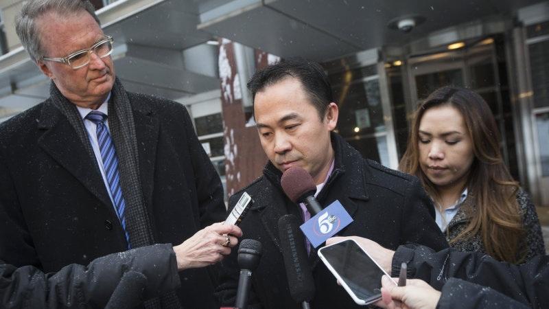 Ông Koua Fong Lee (giữa) cho rằng mình bị án oan (Ảnh: AP)