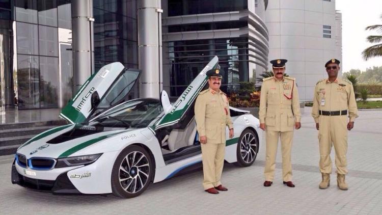 Dưới đây là video giới thiệu chiếc BMW i8 mới của cảnh sát Dubai: