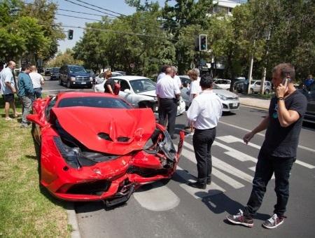 Ngay lập tức cảnh sát đã có mặt tại hiện trường nhưng lái xe đã bỏ đi.
