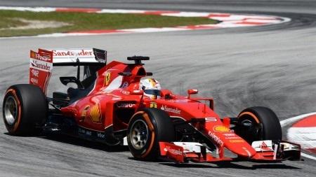 Va chạm khiến xe của Kimi Raikkonen chỉ còn 3 bánh