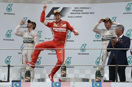 Màn ăn mừng chiến thắng của Vettel