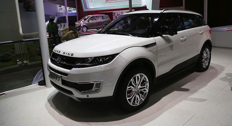Mẫu xe Landwind X7 của Trung Quốc trông giống hệt Range Rover Evoque (Ảnh: Carscoops)